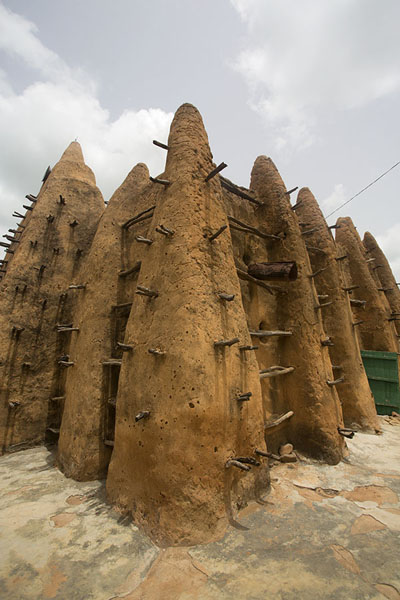 Corner view of the mosque of Sorobango | Sorobango moskee | Ivoorkust