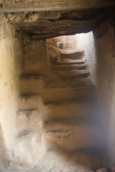 The stairs inside the mosque of Sorobango | Sorobango moskee | Ivoorkust