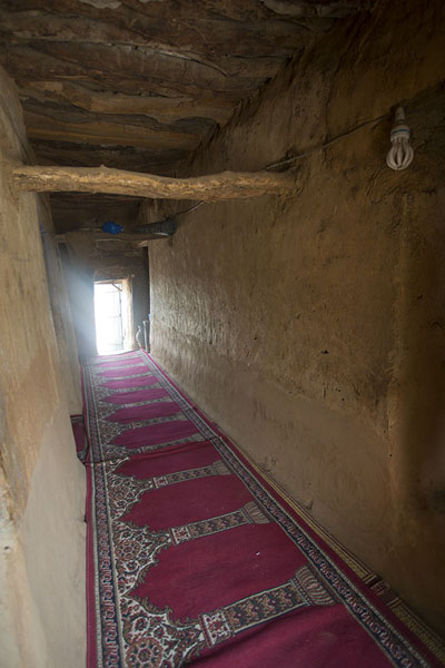 Praying carpet inside the mosque of Sorobango | Sorobango moskee | Ivoorkust