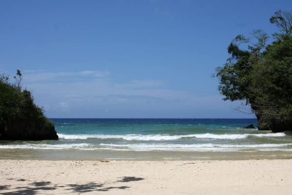 Picture of Frenchman's Cove Beach (Jamaica): Waves crushing on the beach at Frenchman's Cove