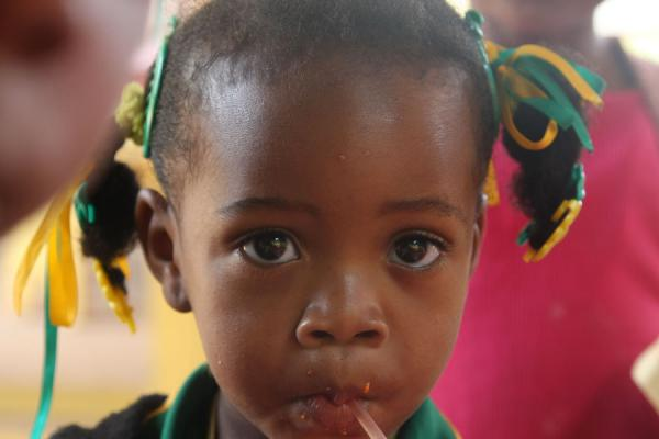 Photo de Jamaique (Sweet school girl in yellow and green, the Jamaican colours)