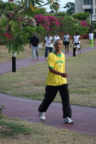 Foto di Jamaican having a workout in Emancipation ParkKingston - Giamaica