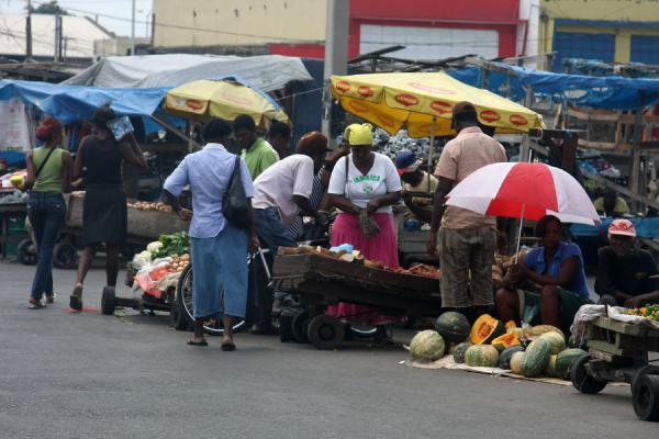 Fruit and vegetables stalls at the market of Kingston | Kingston Markt | Jamaica