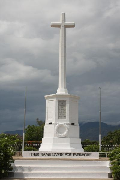 Picture of Cenotaph and cross commemorating the soldiers who died in the World Wars
