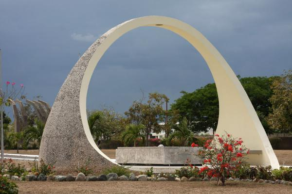 Picture of Arch over the tombstone of Alexander Bustamante, first Prime Minister of Jamaica