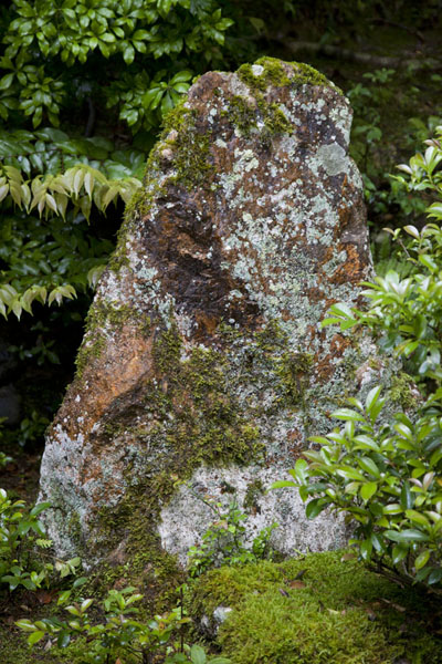 The rock on which Yokobue wrote her poem with blood before jumping to death in the river below | Arashiyama | Japón