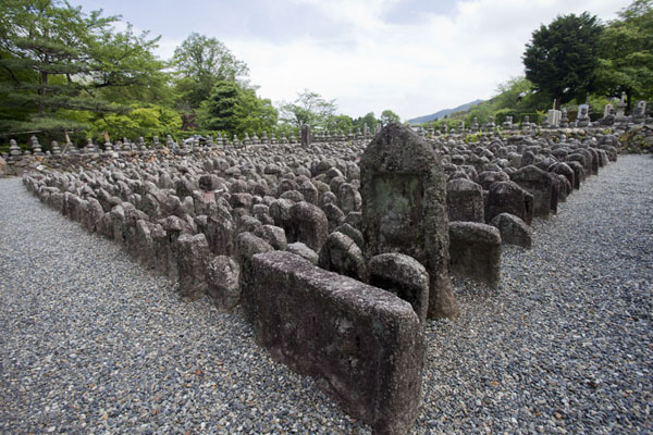 Section of old stone images at the Adashino Nembutsu-ji cemetery | Arashiyama | Japón