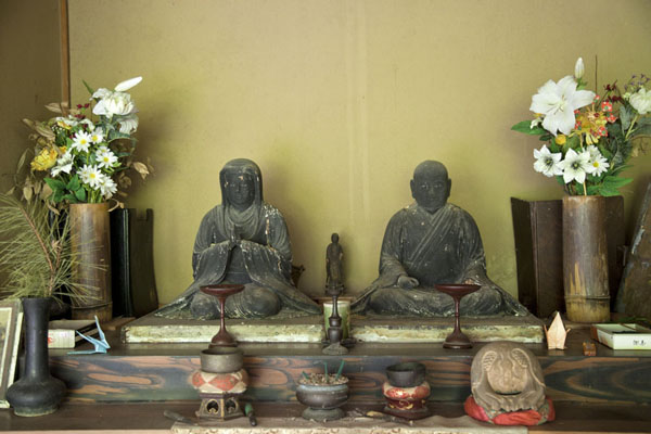 Picture of Arashiyama (Japan): Altar representing Yokobue and Takiguchi at the Takiguchi-dera temple