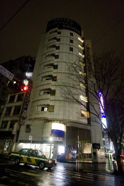 Picture of Capsule Hotel (Japan): Outside view of Capsule hotel