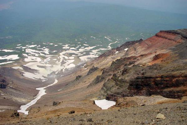 Colourful landscape below Mount Asahidake | Daisetsuzan National Park | Japan