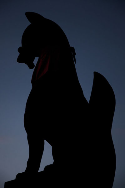 Silhouette of a fox with key in its mouth at dusk | Fushimi Inari-taisha | Japan