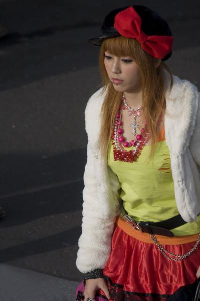 Foto van Japanese cosplay girl walking towards Jingu BridgeTokyo - Japan
