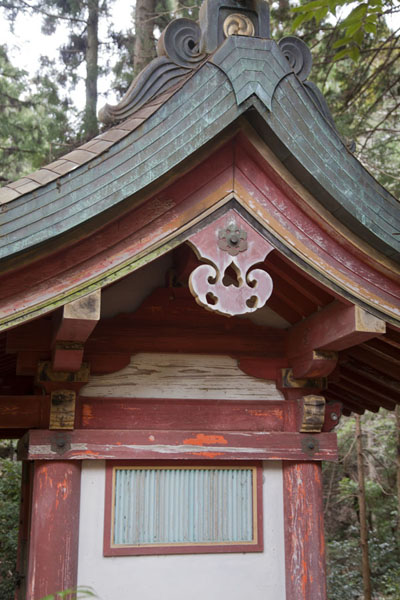 Small wooden building on the way to the highest hall of the Jingo-ji complex | Jingo-ji temple | Japan