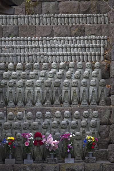 Hundreds of stone statues, some of them dressed up |  | 日本