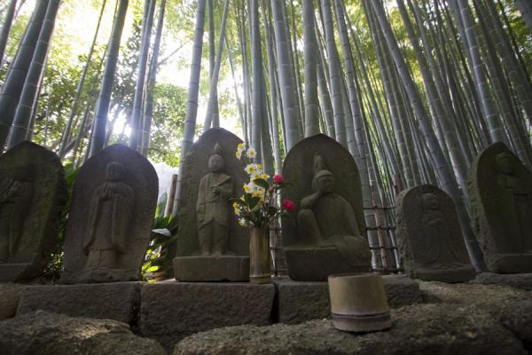Foto van The bamboo temple: stone statues at Hokoku-ji in the bamboo forest - Japan - Azië