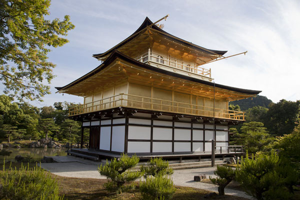 Shiny golden Kinkaku-ji in the late afternoon |  | 日本