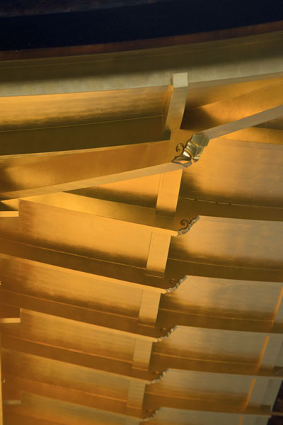 Close-up of the gilded roof of the Temple of the Golden Pavilion | Kinkaku-ji | Japon