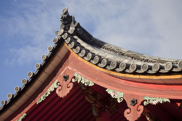 Foto de Looking up the roof of the West GateKioto - Japón