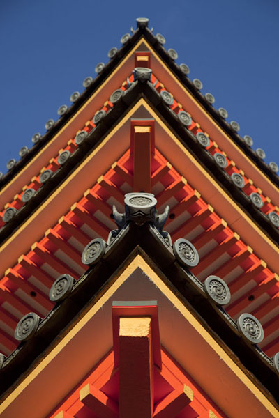 The beams of the Three Storied Pagoda seen from below - 日本 - 亚洲