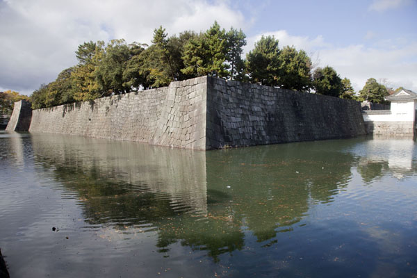 Inner moat surrounding Honmaru Palace | Nijo Castle | Japan