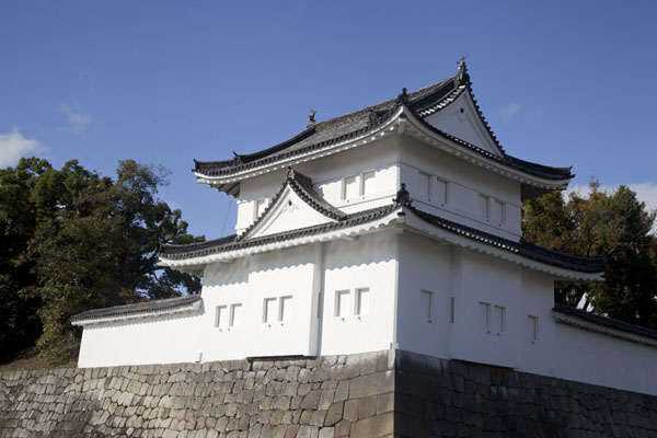 Looking up the south-east corner of Nijo Castle | Castillo de Nijo | Japón