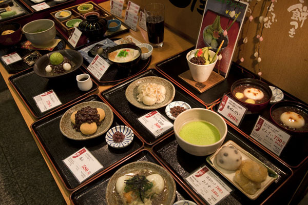 Display with dishes on offer at a restaurant in the market | Nishiki Market | Japan