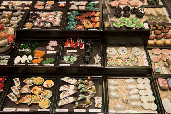 Foto van Chopstick rests for sale in a chopstick shopKyoto - Japan