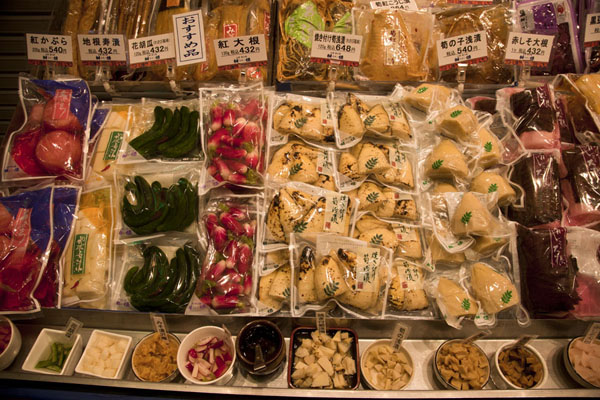 Foto de Pickled vegetables for sale at the marketKioto - Japón