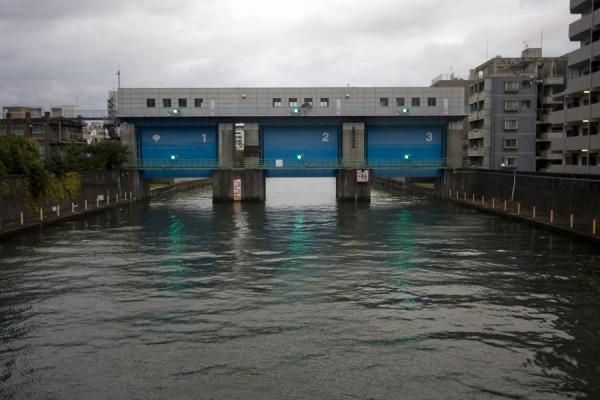 Foto van Locks in a side river of the Sumida river - Japan - Azië