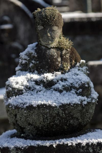 Foto van Delicate snow on a small statue at the cemetery of TsumagoTsumago - Japan
