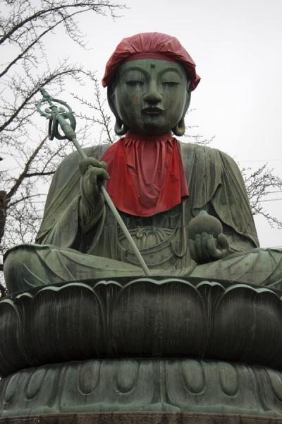 Statue representing Buddhist figure next to the Rokujizo | Zenko-ji Temple | Japan
