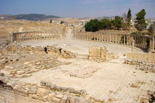 The oval-shaped Forum and the colonnaded street | Jerash | Jordan