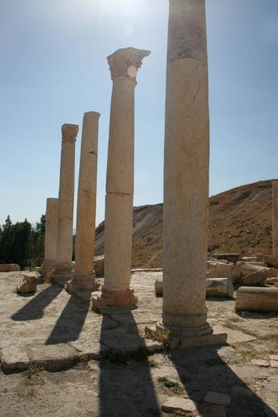 Foto van Some of the pillars of the main church in PellaPella - Jordanië