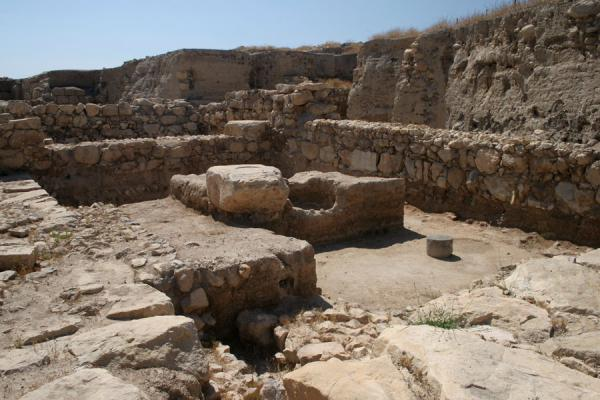 Remains of the main part of the largest Middle Bronze Age Migdol Temple | Pella | Jordanië