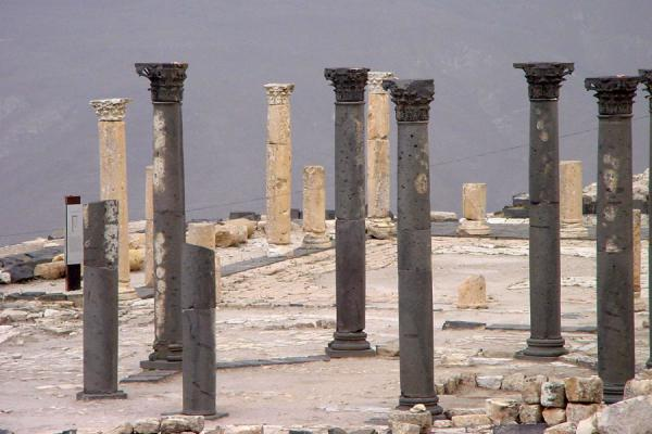 Picture of Umm Qais (Jordan): Umm Qais: black and white columns