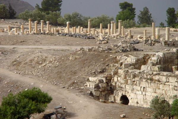 Picture of Umm Qais (Jordan): Colonnaded street in Umm Qais