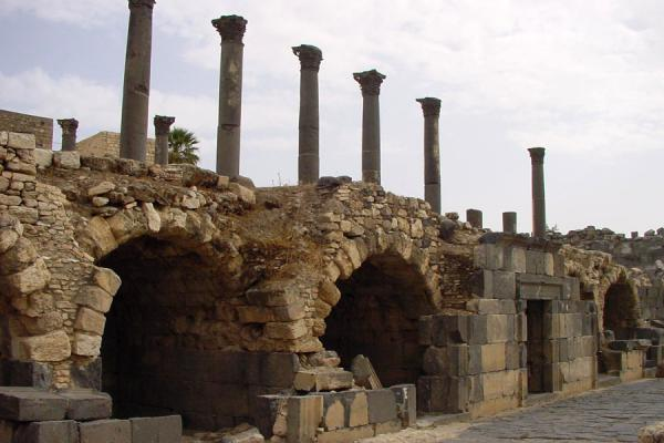 Picture of Umm Qais (Jordan): Remains of shops and temple, Umm Qais