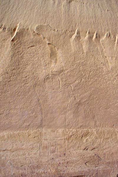 Carving of human in rocky face of a jebel | Wadi Rum | Jordanië