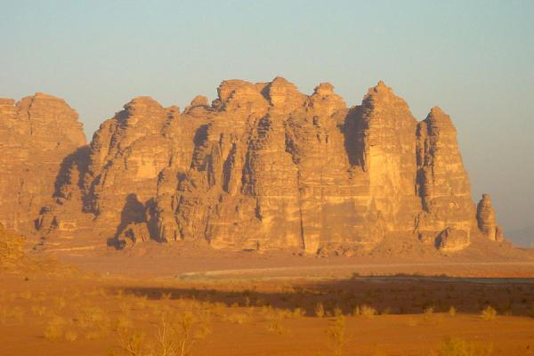 Photo de Jebel at sunriseWadi Rum - Jordanie