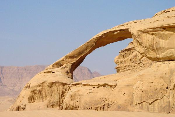 One of the natural bridges | Wadi Rum | Jordanië