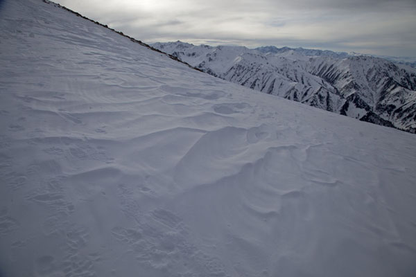 Foto van Wind has blown this layer of snowFurmanovka - Kazakhstan