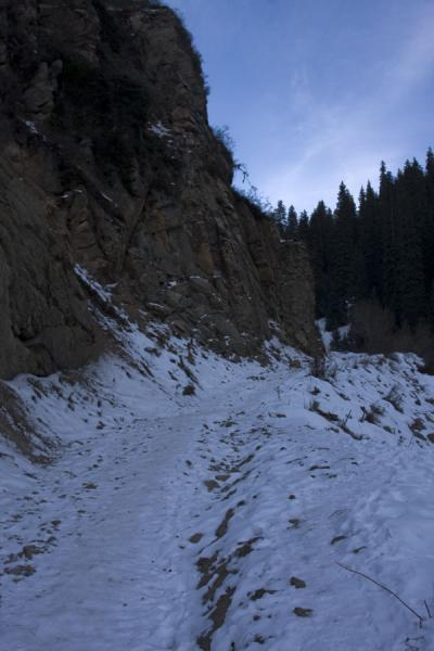 Trail through the snow leading up Kim-Asar valley | Kim-Asar hiking | Kazakhstan