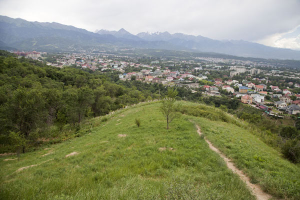 The city of Almaty seen from Kök Töbe | Kök Töbe Hill | 哈萨克斯坦