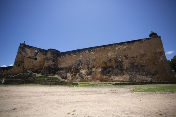 The east side of Fort Jesus seen from outside | Fort Jesus | Kenia