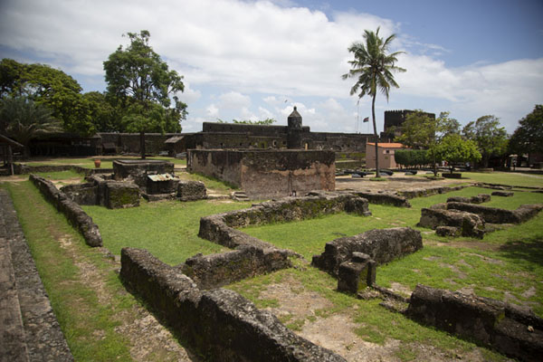 肯亚 (Overview of the chapel ruins of Fort Jesus)