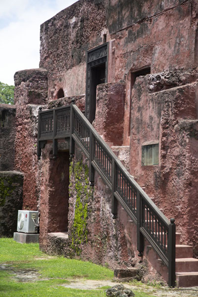 Foto di Side view of the Omani house near the San Felipe bastion in Fort JesusFort Jesus - Kenya