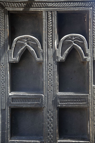 Foto van Detail of carved wooden Omani door in Fort Jesus - Kenia - Afrika