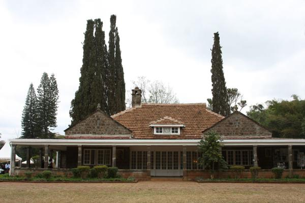 Foto van Frontal view of Karen Blixen houseKaren - Kenia