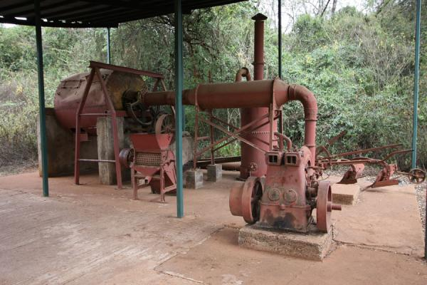 Foto van Coffee grinding machine near Karen Blixen houseKaren - Kenia
