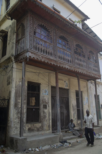 Two men at one of the balconied houses in the old town of Mombasa | Mombasa old town | 肯亚